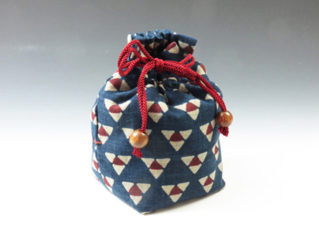 Sake cup pouch (Mitsuuroko triangle pattern)